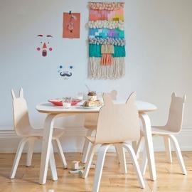Conjunto mesa y sillas    by Oeuf
