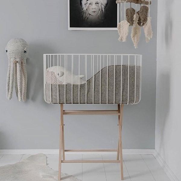 baby crib white