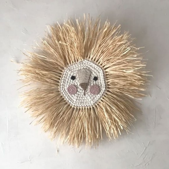 Crochet and raffia lion's head - ochre