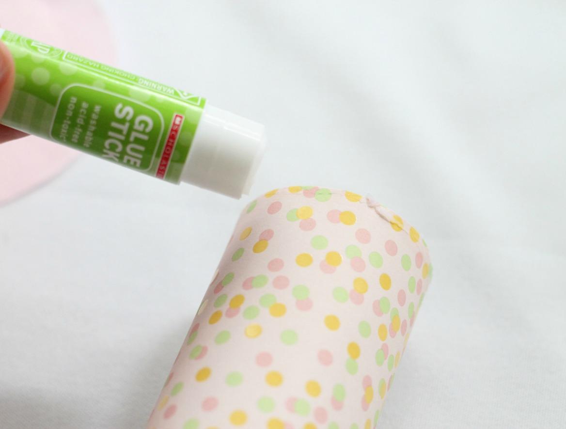 DIY-Confetti-Popper-gluing-tissue-paper