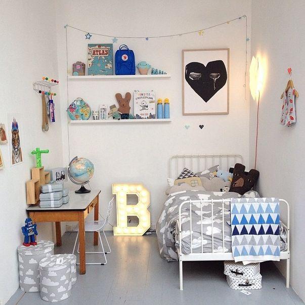 Las letras luminosas decorar las habitaciones de los niños son tendencia