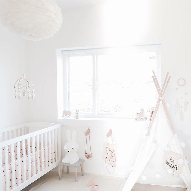 L mpara de plumas para habitaciones infantiles dentro de for Iluminacion habitacion bebe